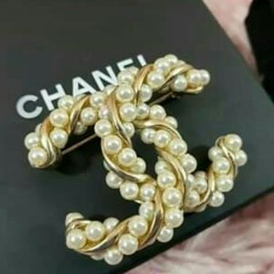 CHANEL CC Twisted Pearl Large Gold Pin Brooch
